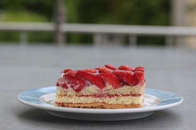 strawberry-cake-356314_640